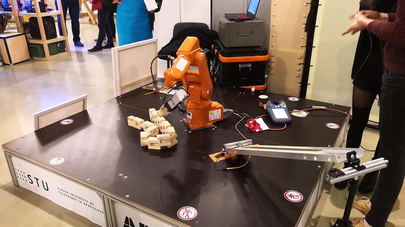 ABB robotické rameno Mini Maker Faire Bratislava