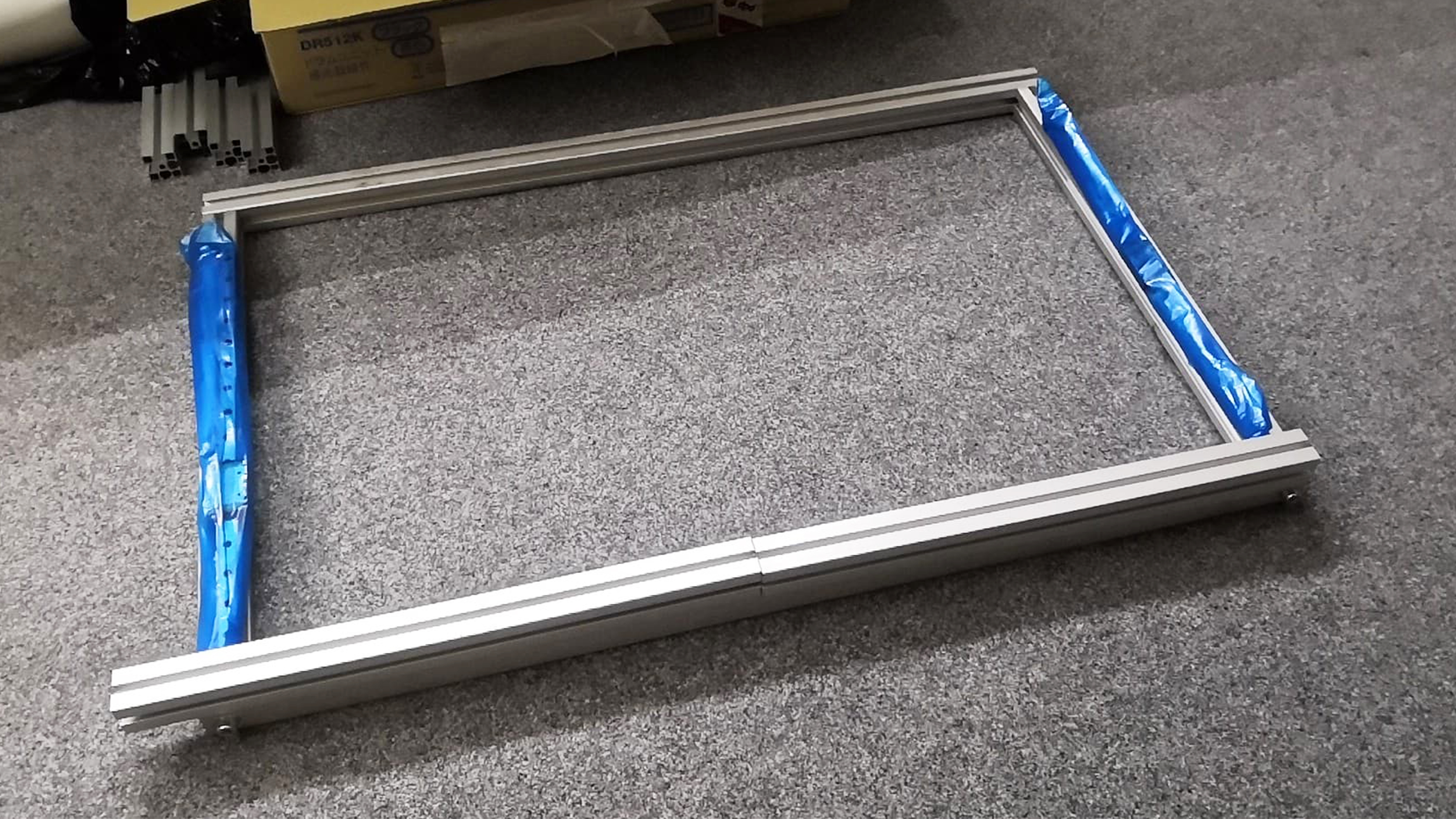 Hliníkové profily 30x30 mm