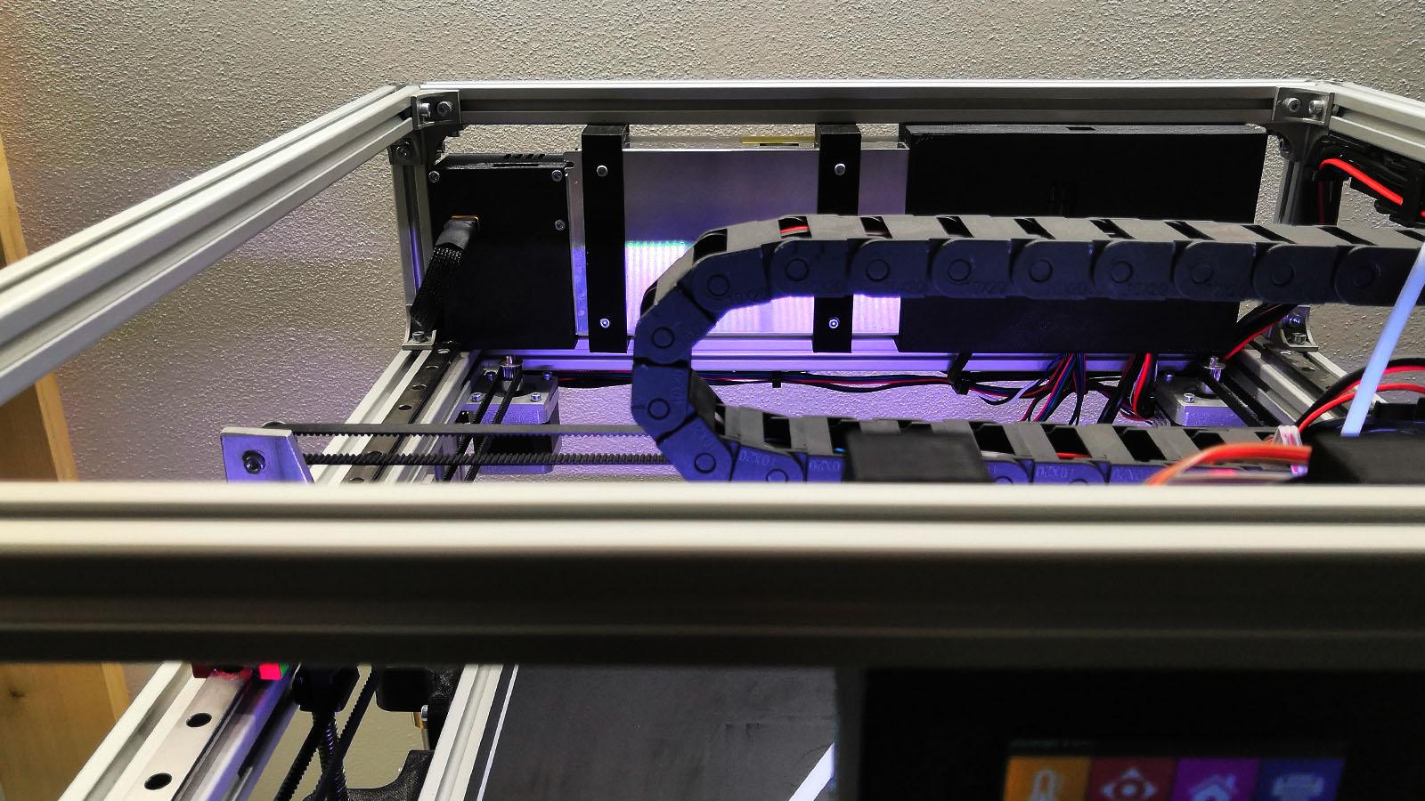 Umístění UPS záložního zdroje na 3D tiakárně