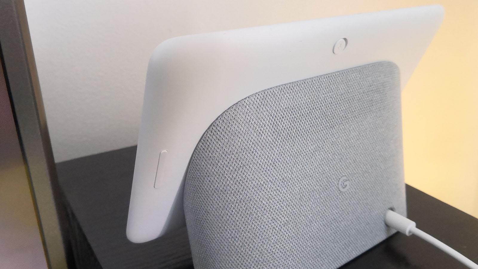 Google Home Hub - tlačítka